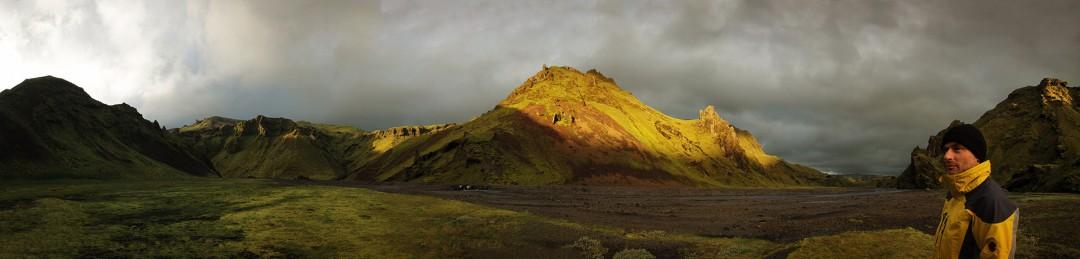 Die letzten Sonnenstrahlen in einem Tal bei Dakgil